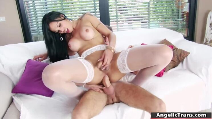 Tempting latin shemale Juliana Soares was hardly drilled