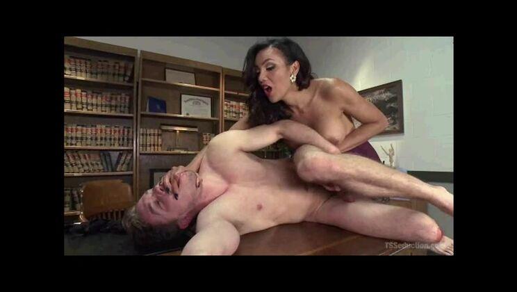 Fetching breasty ebony tgirl Yasmin Lee