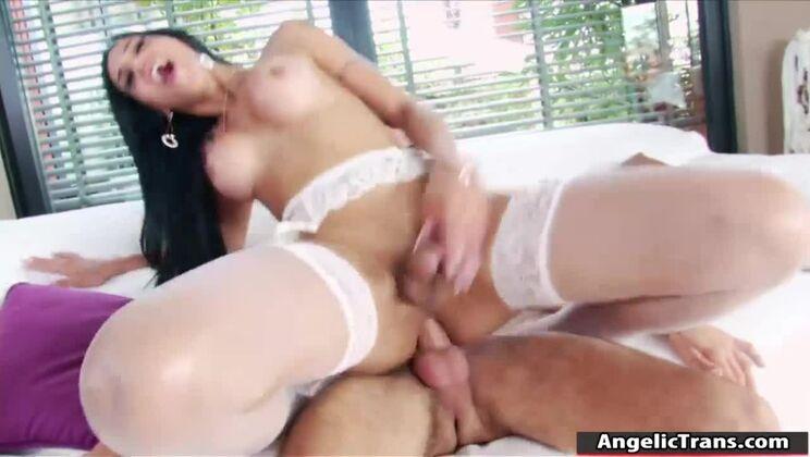 Marvelous dusky latina tranny Juliana Soares giving very hot blowjob