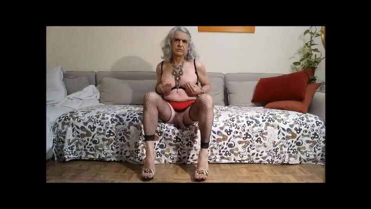Dazzling flat chested aged shemale Carlatx play with her cunt