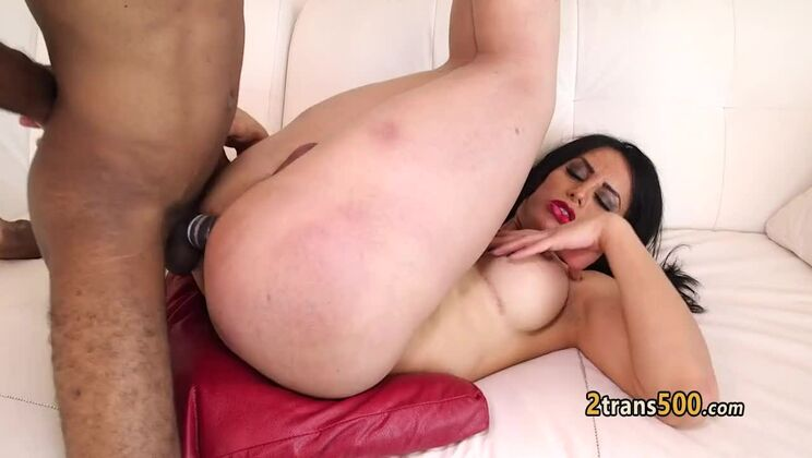 Beautiful latin middle aged play with her cunt