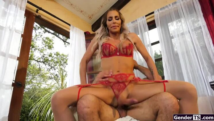 Awesome buxomy shemale Marissa Minx receives anal