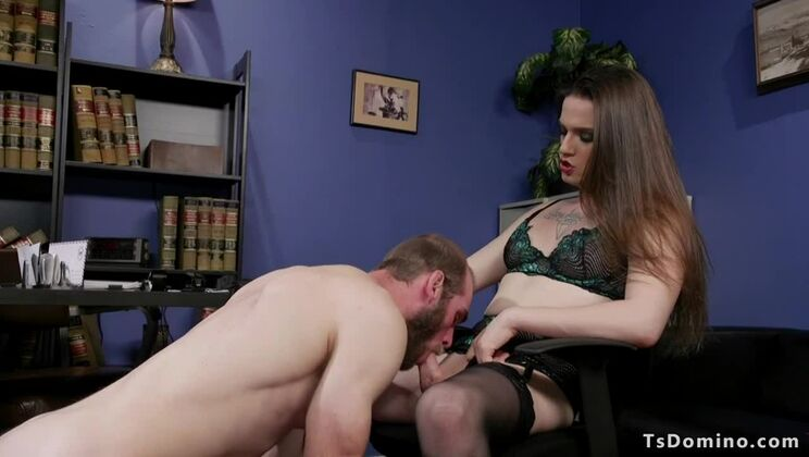 Hot shemale Jenna Creed in stockings