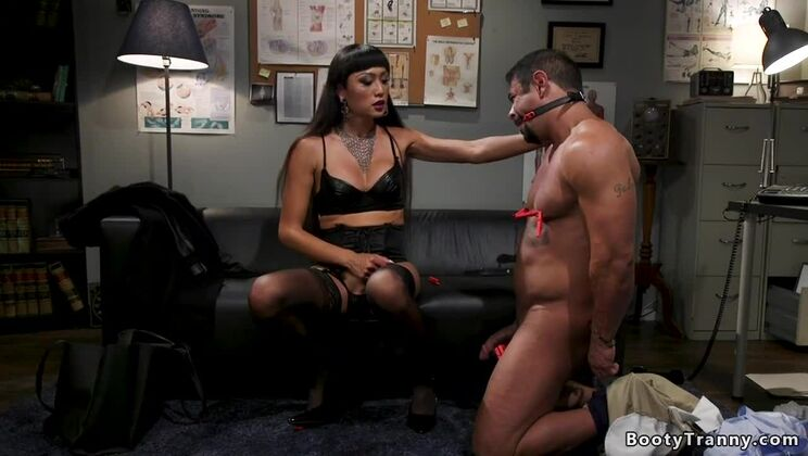 Winsome oriental shemale Venus Lux in great amateur porn