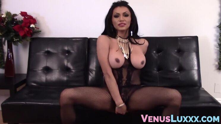 Bonny breasty TS Jessy Dubai brings man to ejaculation