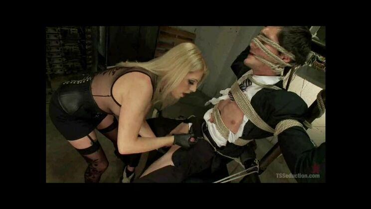 Stunning platinum tgirl Tyra Scott is giveing a friendly blowjob