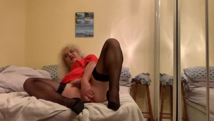 Racy middle aged having a wonderful time by Masturbating